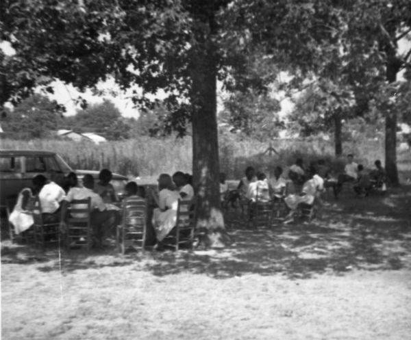 DER FAHRENDE RAUM | Freedom School Class, Hattiesburg, Mississippi, 1964, author: Sandra Adickes, Courtesy of the Freedom Summer  Digital Collection at The Wisconsin Historical Society. -