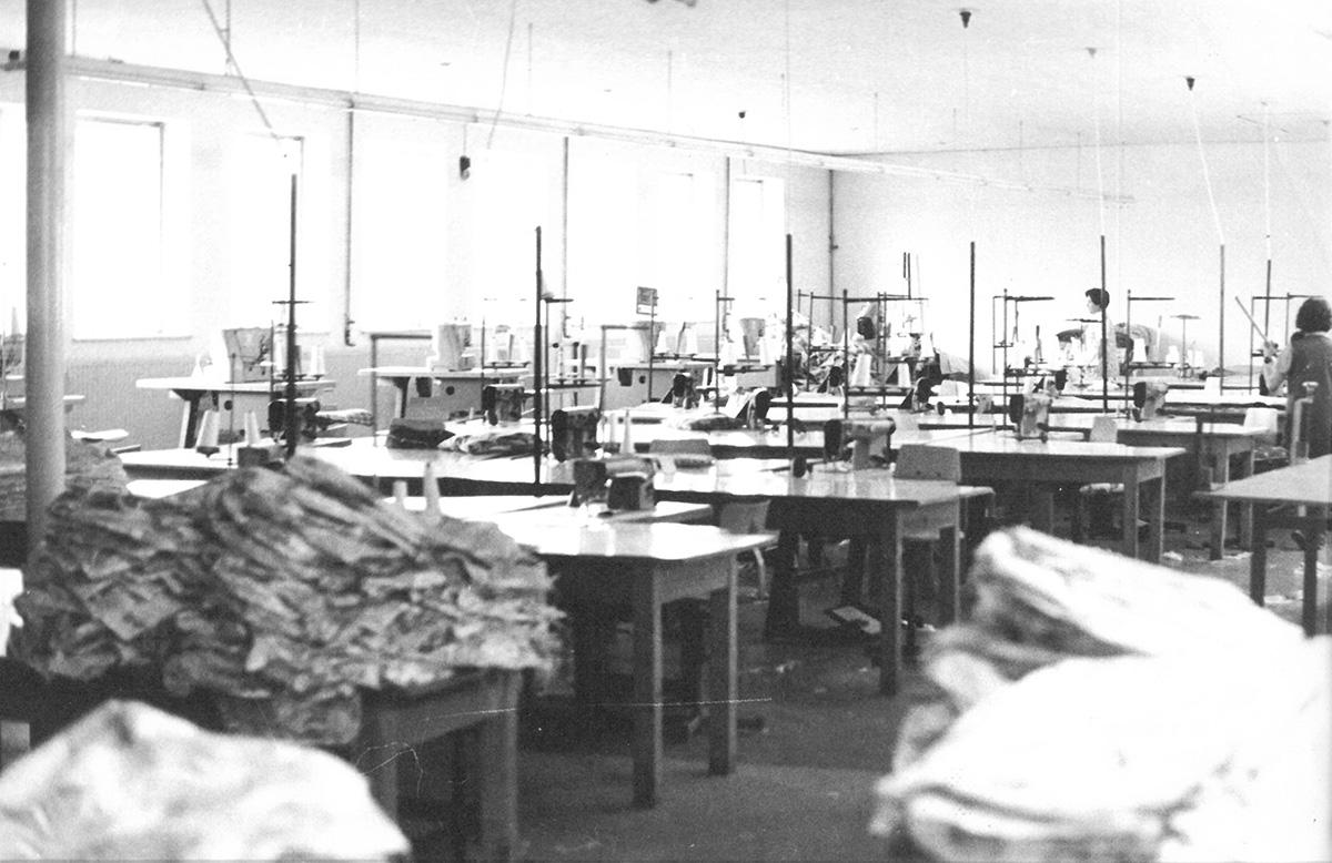 DER FAHRENDE RAUM   Besuch bei Großwäscherei und Schneiderei, 1975, Fotos: Schüler*innen des Aktionsprogramms -